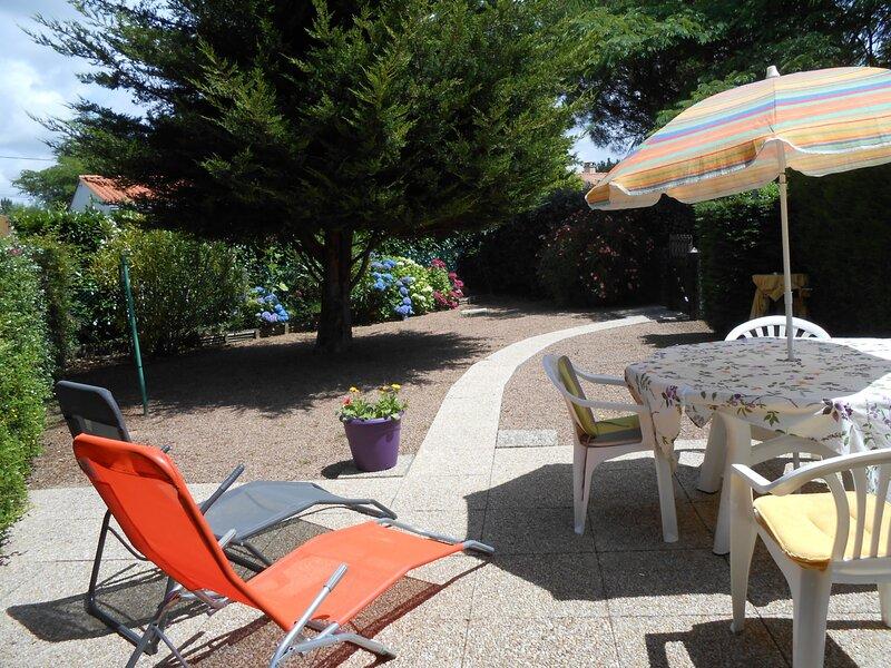 A 800 m de la plage,Pavillon avec piscine et jardinet, location de vacances à Saint-Hilaire-la-Forêt