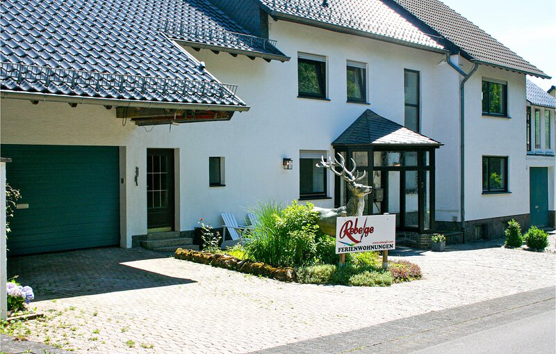 Stunning apartment in Kopp with WiFi and 2 Bedrooms (DEI172), holiday rental in Densborn