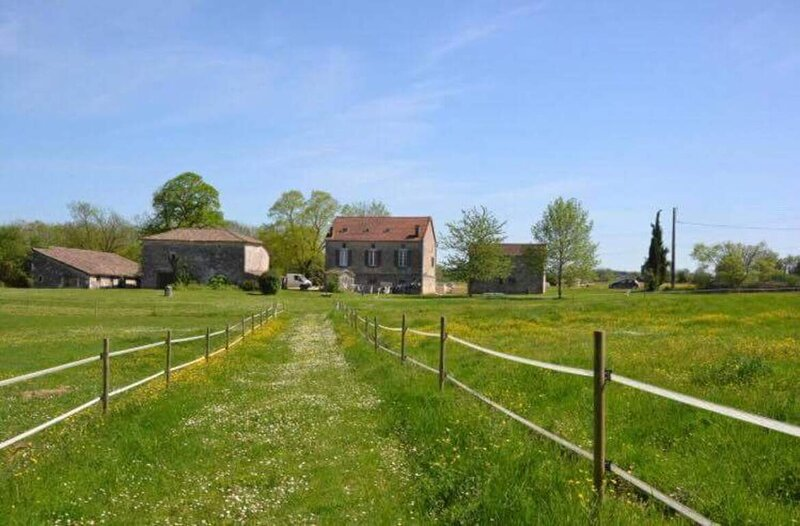 Lovely 3-Bed Cottage in Montaigu-de-Quercy, holiday rental in Roquecor