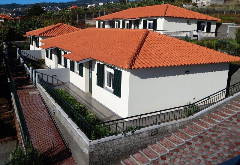 Villas Madalena - Excelente Casa T1 c/Vista Mar e Wi-Fi, holiday rental in Santa Cruz