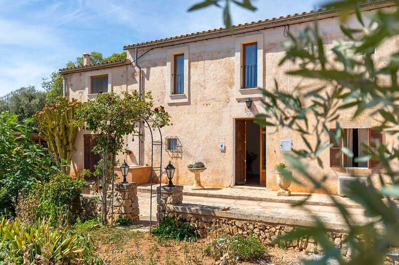 Cavea country house for 8 persons in Cas Concos with fenced pool, holiday rental in Cas Concos