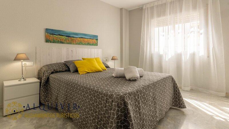 ALQUIVIR ALFAROS 1 BEDROOM + PARKING, aluguéis de temporada em Las Jaras
