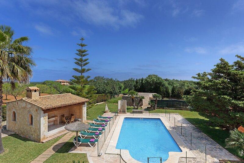 Deu Quarterades, countryhouse for 6 persons, holiday rental in Cala Ferrera