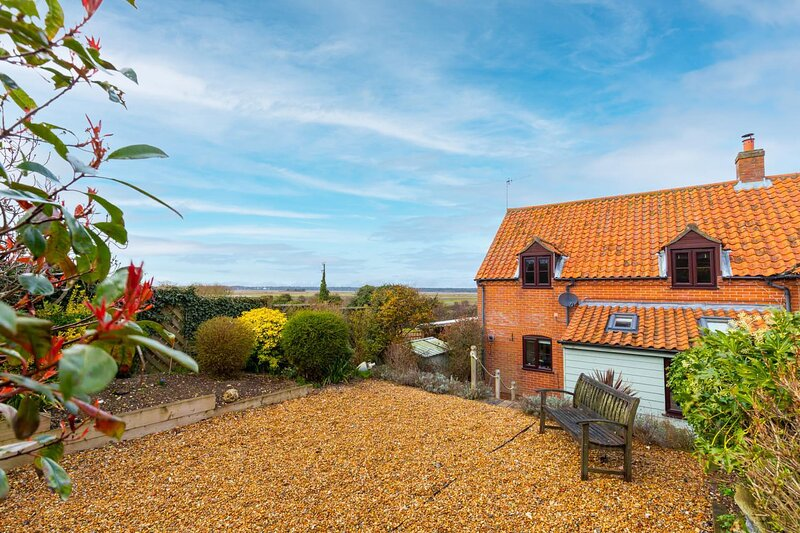 Laylands Yard | 4 minute walk from Quay | Wells-next-the-Sea, holiday rental in Wells-next-the-Sea