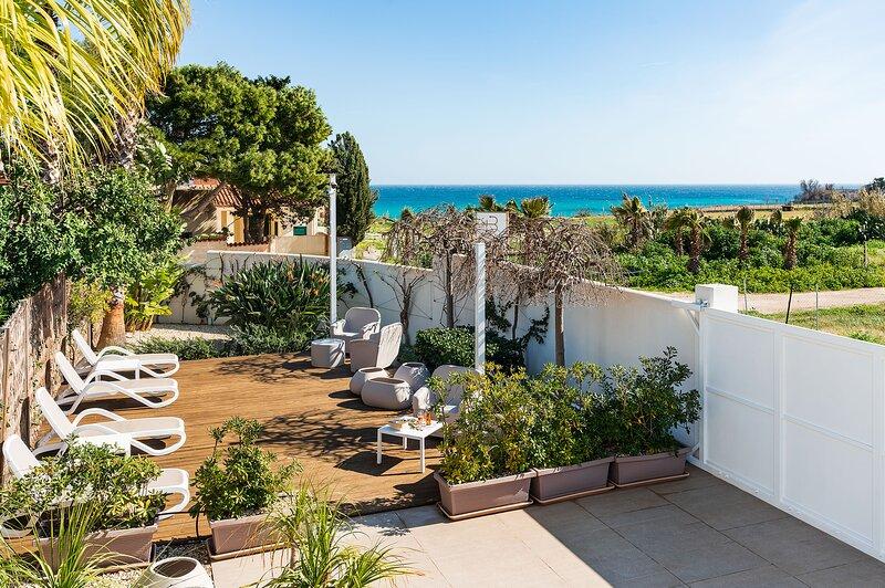 Reitani Villa Sleeps 20 with Air Con and WiFi - 5889201, holiday rental in Reitani