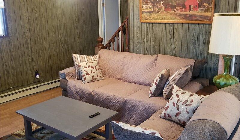 Big Bass Lake Chalet, holiday rental in Gouldsboro