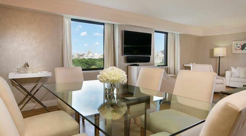 Sensational 3 Bedroom Apartment with direct central park views!, vakantiewoning in New York