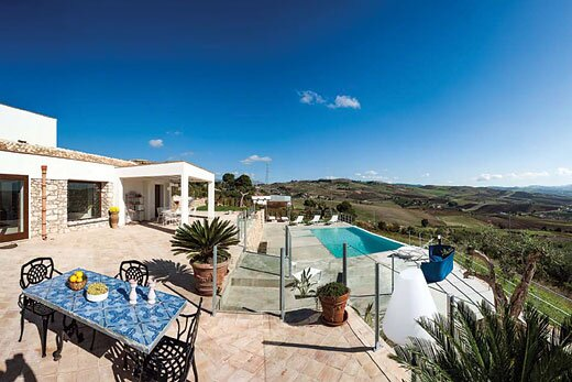 stylish property in countryside, great to explore, holiday rental in Dattilo