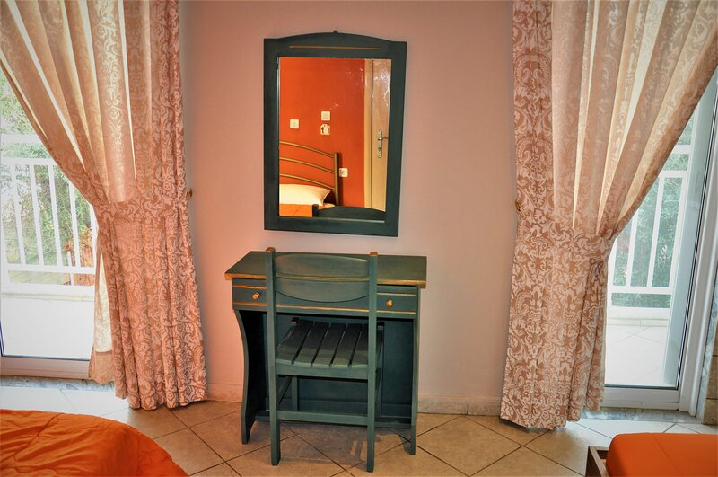 Beautiful Room for 3 people in Limenaria, only five minutes away from center, location de vacances à Astrida