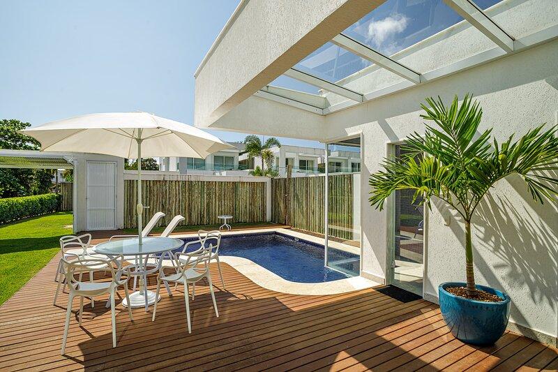 Estonteante casa de 5 suítes em exclusivo condomínio em Angra dos Reis, holiday rental in Frade