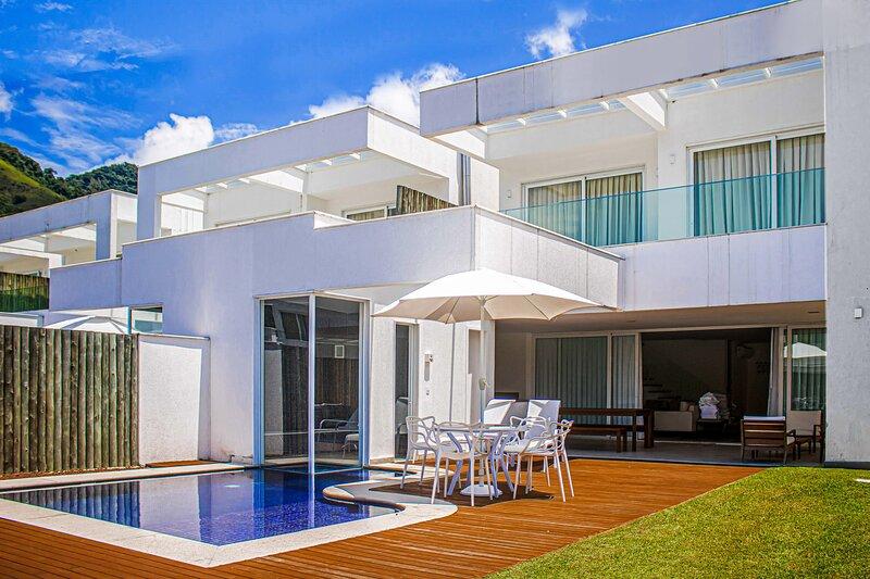 Casa espetacular de 5 suites, com marina privativa, no Porto Frade, holiday rental in Frade