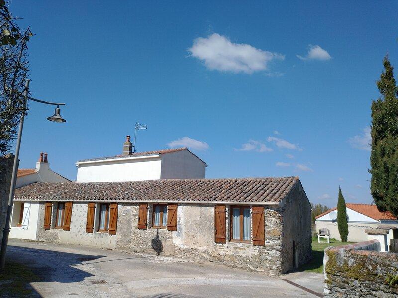 Stone Cottage, Dolphin Gîtes, Vendée, Ferienwohnung in L'Aiguillon-sur-Vie