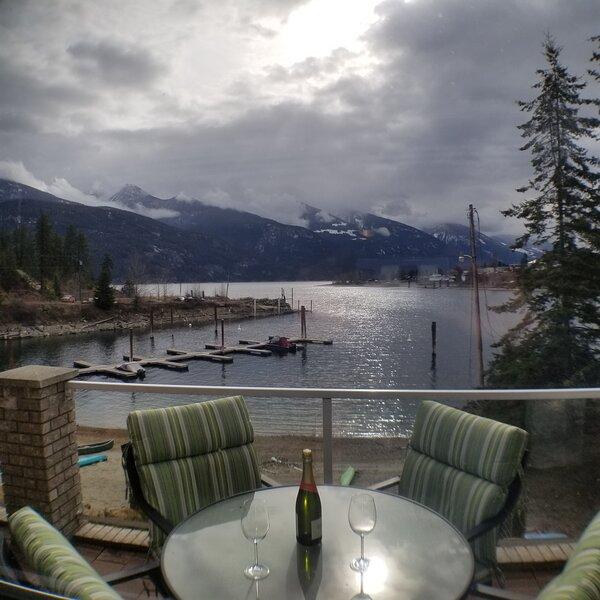 Lake Therapy -- Kaslo B.C., holiday rental in Kaslo