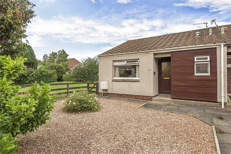 St Andrews 1-Bedroom Bungalow, holiday rental in Strathkinness