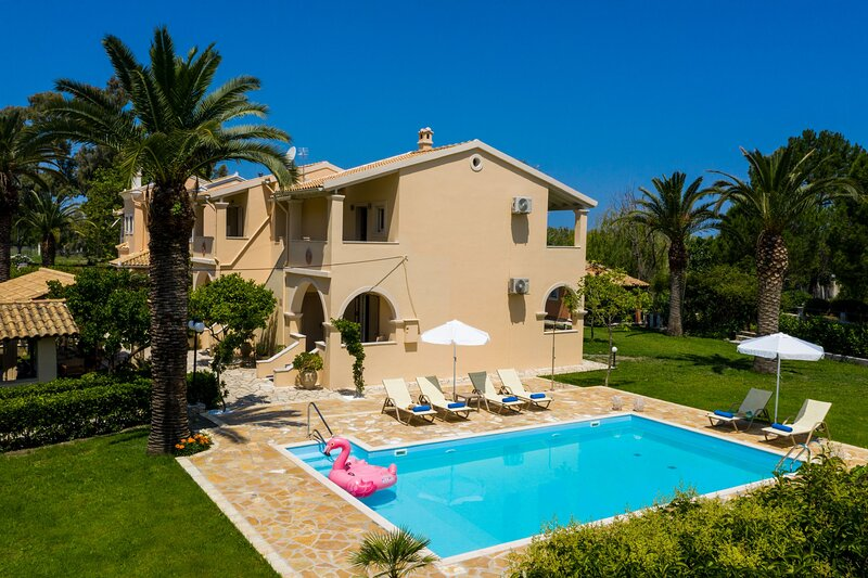 Beach Marina: Private pool, lovely gardens, A/C, Wi Fi, holiday rental in Roda
