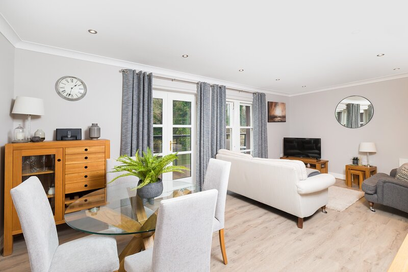 Durham Riverside Apartment - Elvet Bridge View, holiday rental in Chester Moor