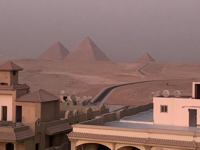 Royal Pyramids Palace Residence, holiday rental in Shubra Al Khaymah