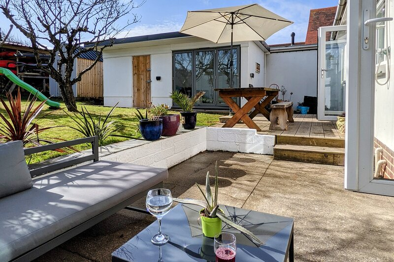 Westward Ho! Newly renovated beach house 2 mins from beautiful beach & amenities, holiday rental in Bideford