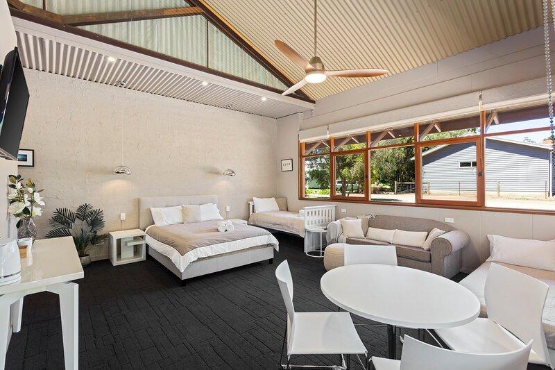 Lara Short Stays, Homestead Hideaway, holiday rental in North Geelong