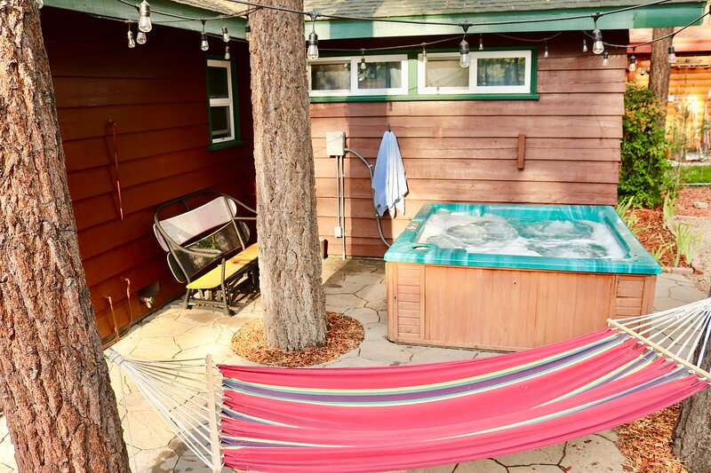 Chalet Dubois- Hot tub, wifi, hiking, pets are not allowed!, vacation rental in Big Bear City