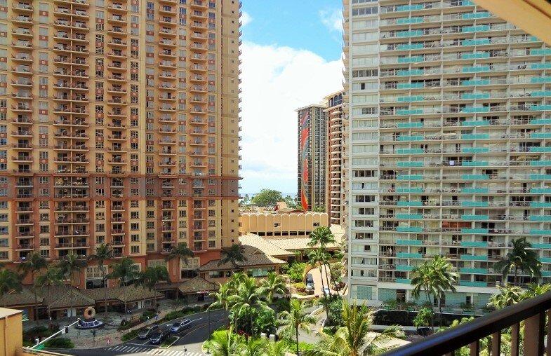 Spacious 2BR vacation timeshare, aluguéis de temporada em Honolulu