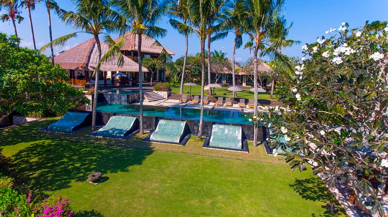 Beautiful garden and property grounds that complete the tropical experience