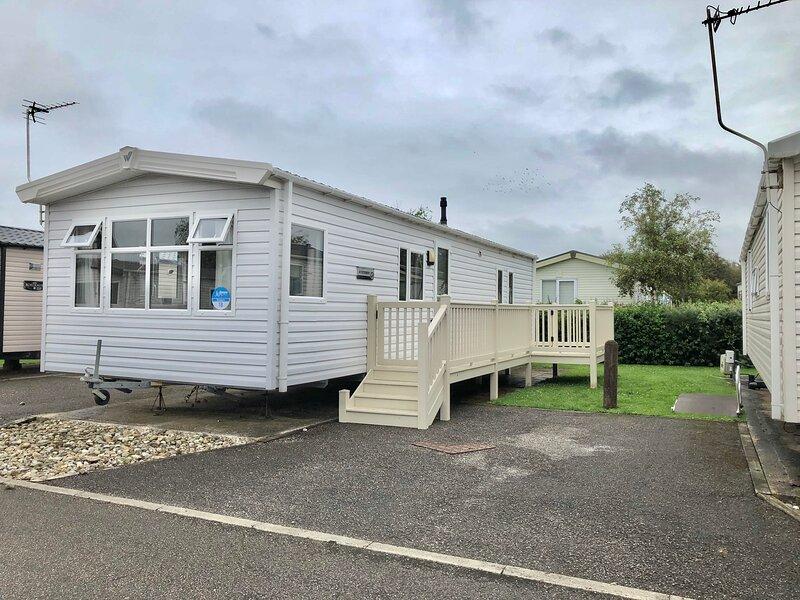 Beautiful 3-Bed Caravan in Cala Gran, holiday rental in Out Rawcliffe