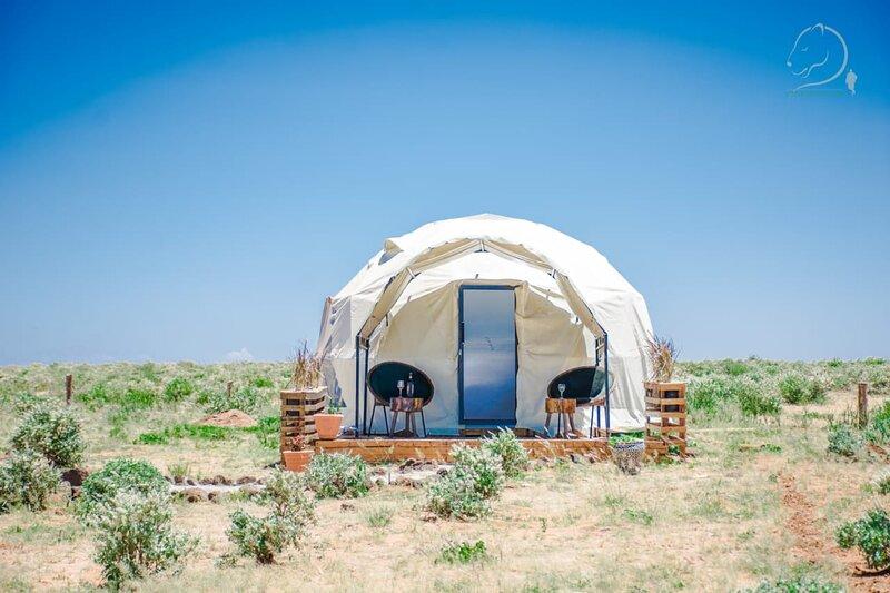 Amanya Camp 1-Bed Wigwam with views of Kilimanjaro, vacation rental in Kimana