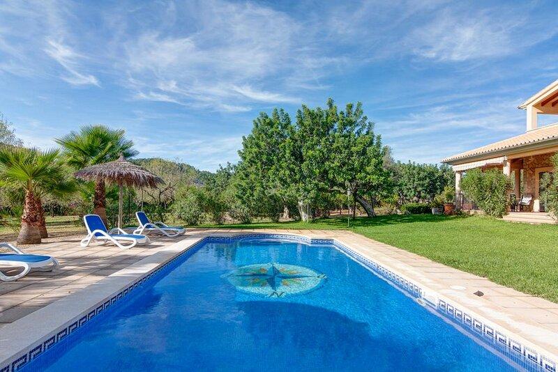 Villa Cas Mestre en entorno rural con piscina privada, location de vacances à Selva