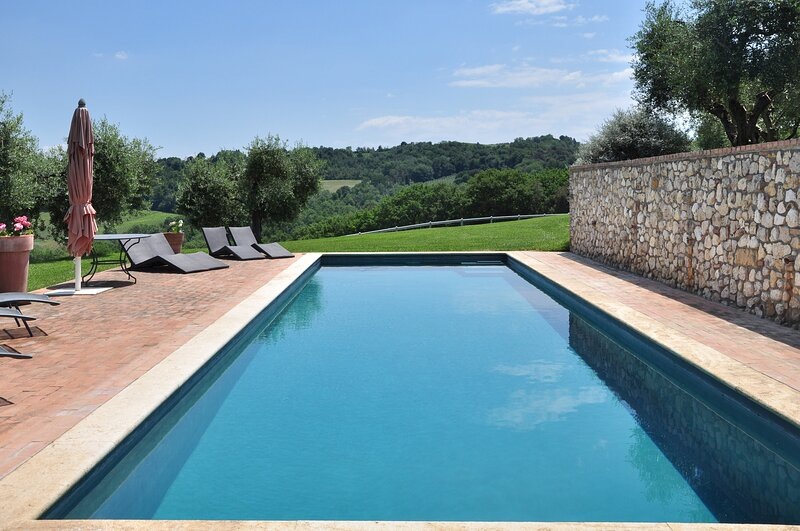 Luxury villa Vallefalcone, holiday rental in San Liberato