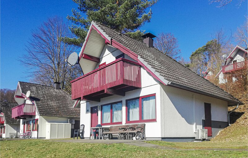 Amazing home in Kirchheim with WiFi and 3 Bedrooms (DHE215), vakantiewoning in Tann