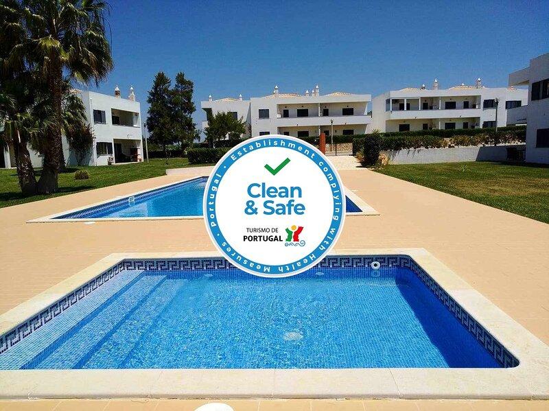 Urbanização AVilita * Apartment Pool View * Pool and Tennis Court, casa vacanza a Pera