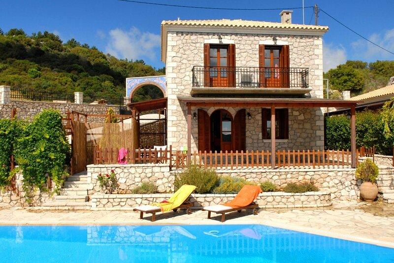 Executive Villa Scorpidi with private pool, casa vacanza a Vafkeri