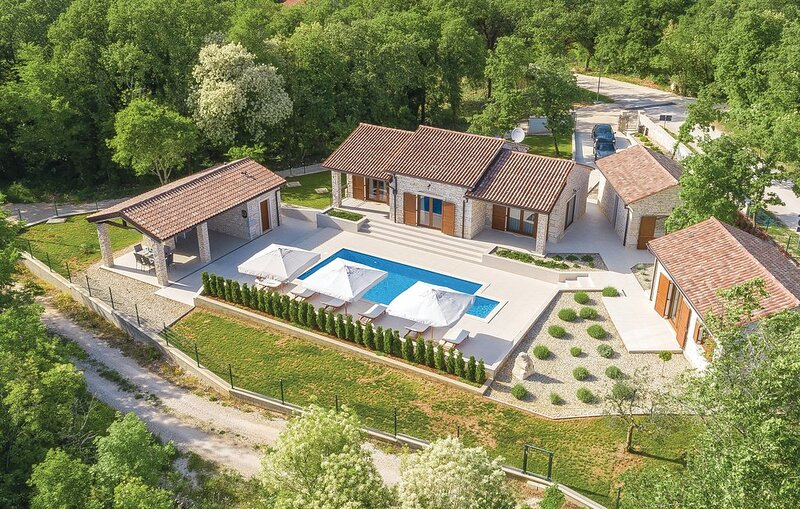 Villa Glade, casa vacanza a Tinjan