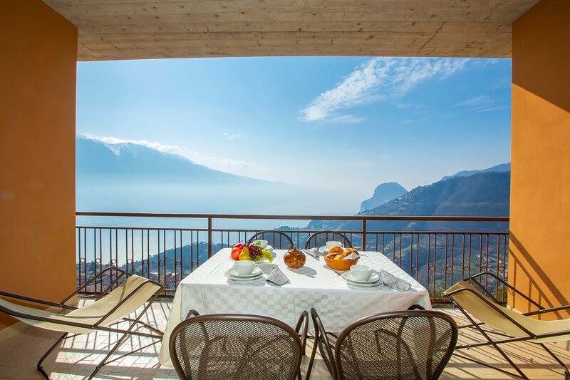 Residence Bellevue 6, holiday rental in Limone sul Garda