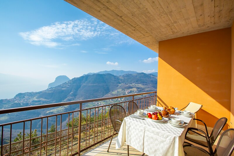 Residence Bellevue 7, holiday rental in Limone sul Garda