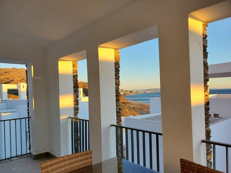 Casa Los Cactus, Modern 2 bed, 2 bath, sea views, communal pool, holiday rental in Playa Macenas