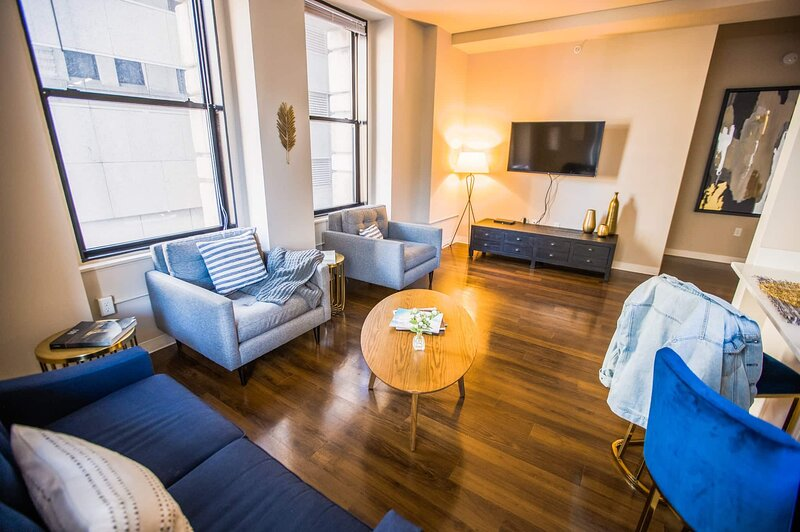 FREE PARKING | 2B/2BA New Luxury Apartment | Vintage Building, Rooftop Deck, holiday rental in Hampden