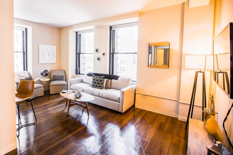 FREE PARKING | 2B/2BA Immaculate Apartment | Historic Building w/ Rooftop Deck, holiday rental in Hampden