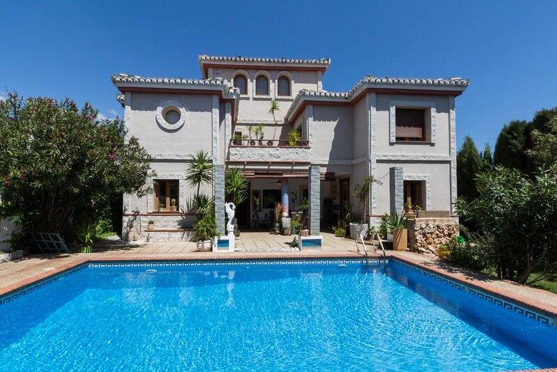 Big villa with swimming-pool & Wifi, holiday rental in Padul