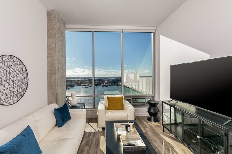 2BR/2BA Elegant Luxury Suite With Gym & Pool By ENVITAE, alquiler vacacional en Baltimore