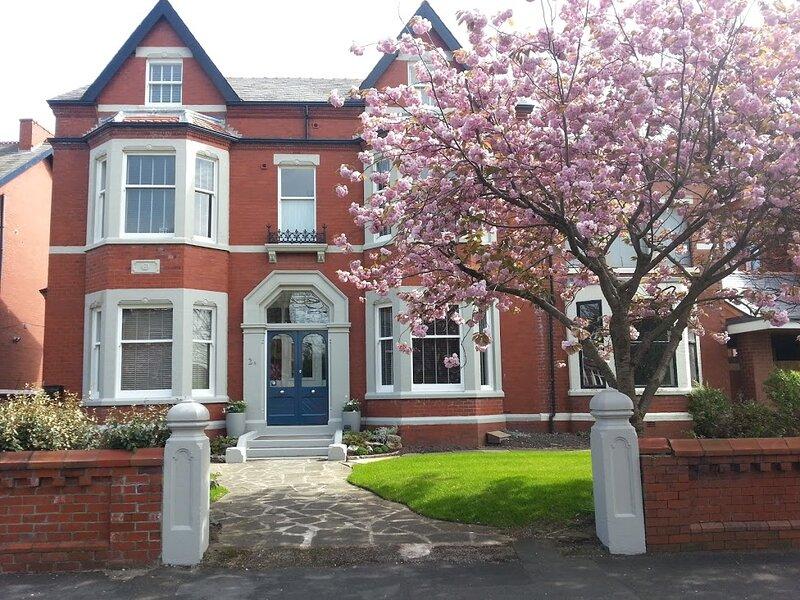 Paramount - Garden View Apartment, casa vacanza a Lytham St Anne