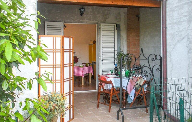 Amazing apartment in S.Benedetto del Tronto with WiFi and 2 Bedrooms (IMK251), casa vacanza a San Benedetto Del Tronto