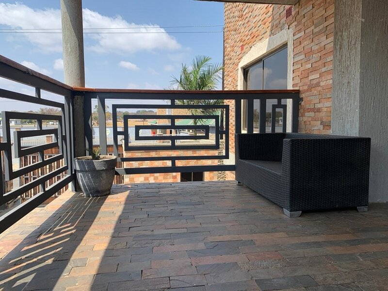 3 bedrooms in an apartment in Mass Media, vacation rental in Lusaka
