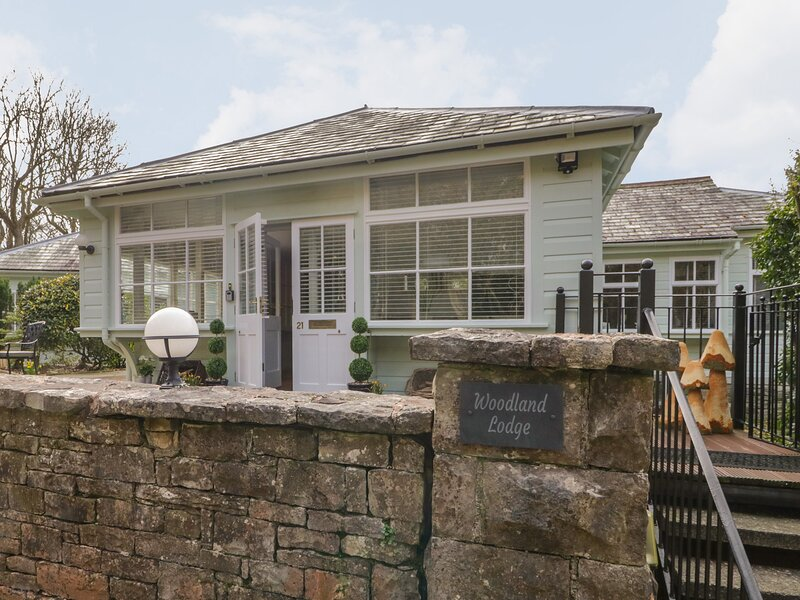 Woodland Lodge, Grange-Over-Sands, holiday rental in Low Newton