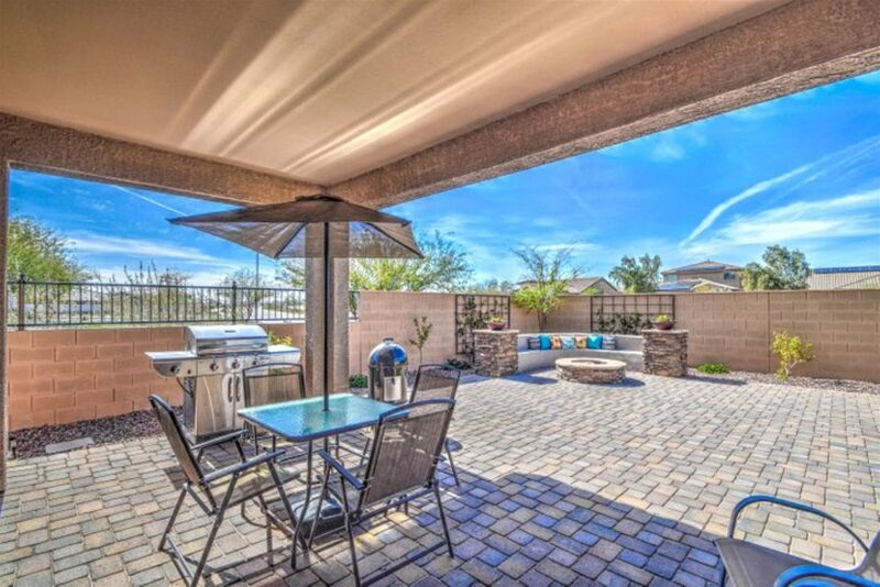 New Listing! Longer Stay Discounts! House w/ Citrus Trees, BBQ, and Firepit, alquiler vacacional en Buckeye