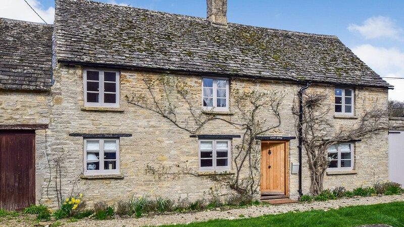 Lovell Cottage, Old Minster Lovell, Cotswolds - sleeps 6 guests  in 3 bedrooms, aluguéis de temporada em Minster Lovell