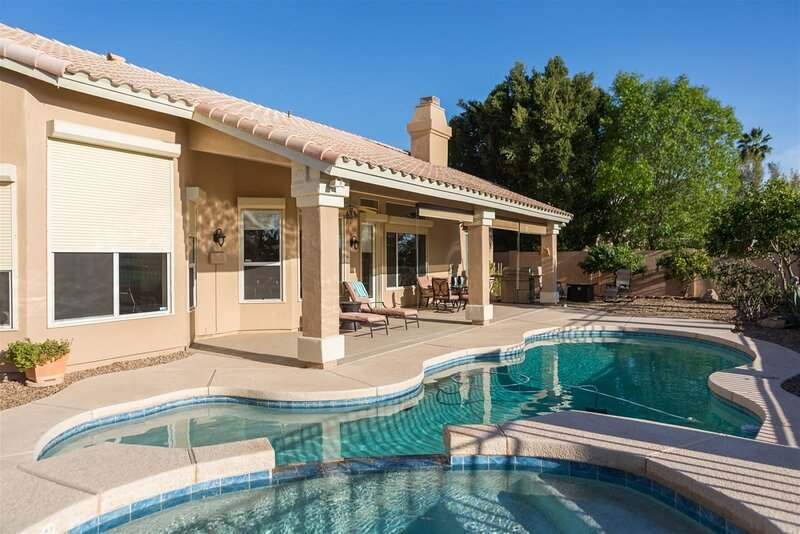 New Listing! Longer Stay Discounts! House w/ Pool Heater, Spa, On the Golf Cours, alquiler vacacional en Litchfield Park