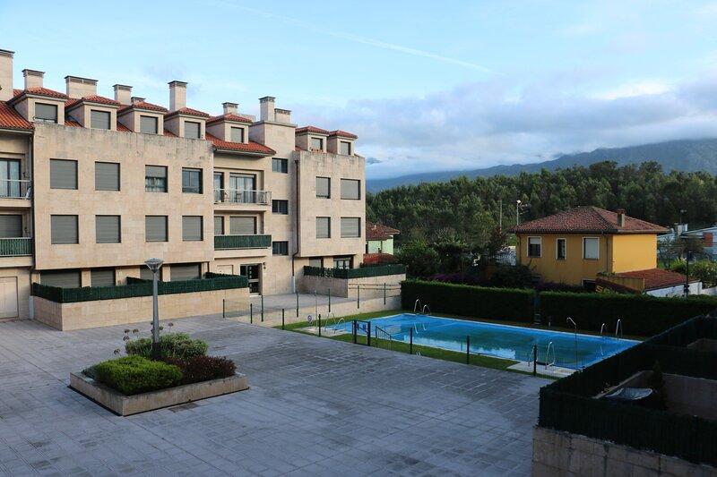 Diañu, apartamento con piscina en Llanes, holiday rental in Celorio