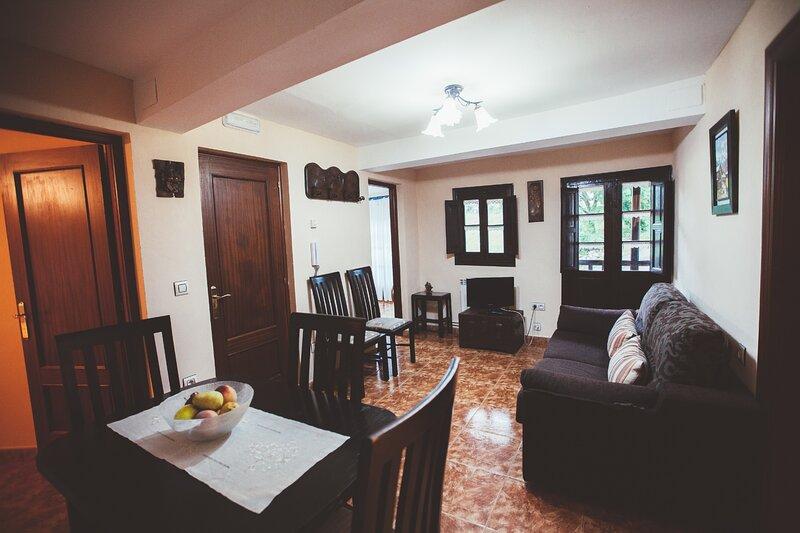 Nuberu, apartamento a 900 m de la playa, holiday rental in Porrua